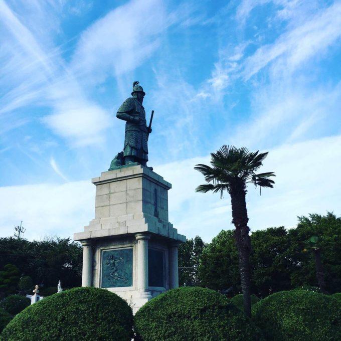 釜山タワー銅像