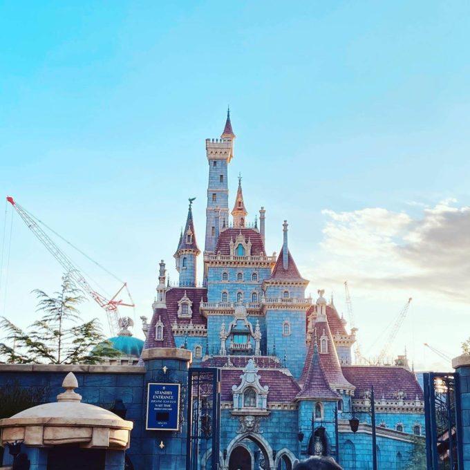 ディズニーランド 美女と野獣のお城 夕暮れ